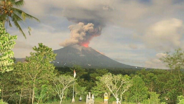 Gunung Agung di Bali erupsi (Foto: Detik)