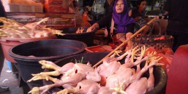 Daging ayam di pasar (Foto: Merdeka)