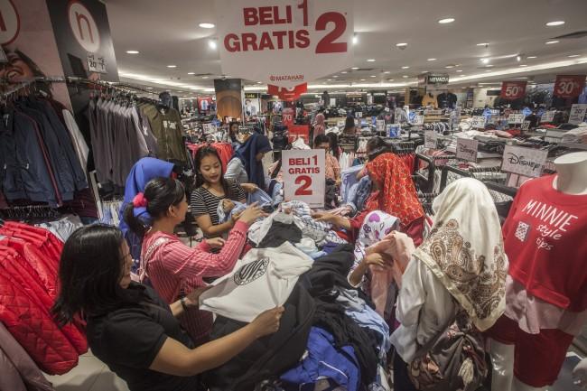 Ilustrasi keramaian pusat perbelanjaan di Jakarta (Foto: Antara/Andrea)