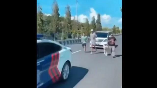 Propam Periksa Oknum Polisi yang Beri Kawalan Pria Jogging. (Gelora).