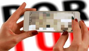 Gunakan Ponsel Dengan Bijak, UU Pornografi Ubah Korban Jadi Tersangka